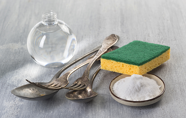 natural cleaning with baking soda